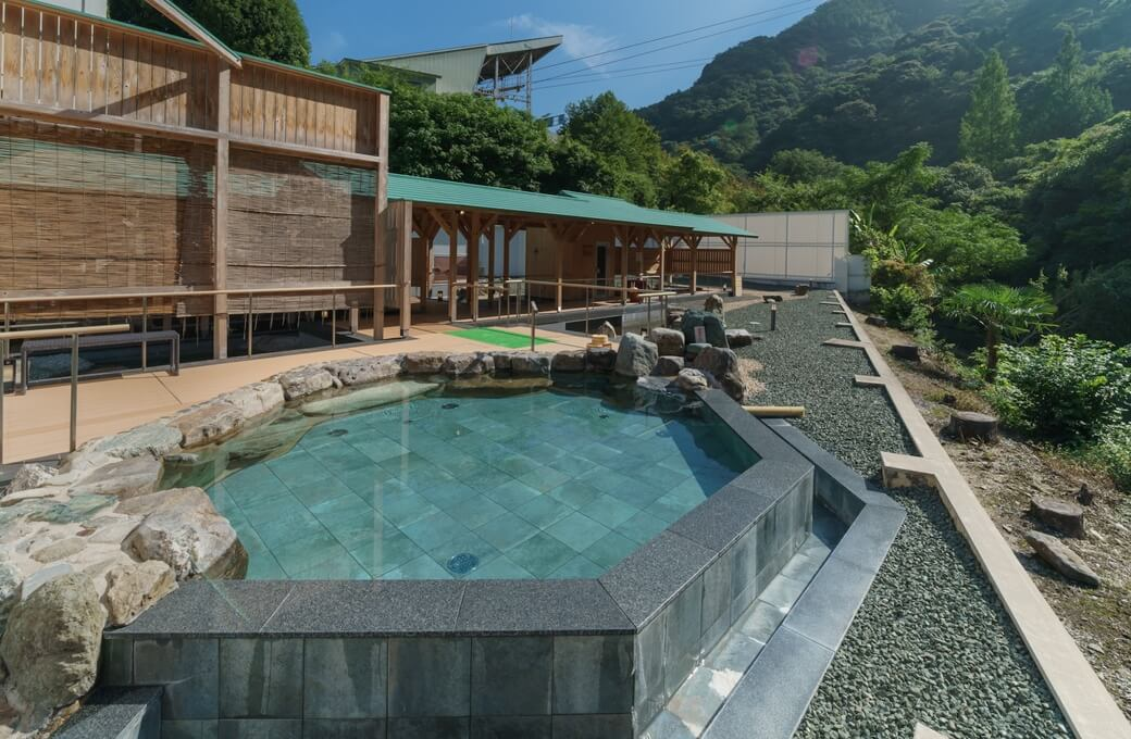 道後温泉から10分・西日本最大級の露天風呂