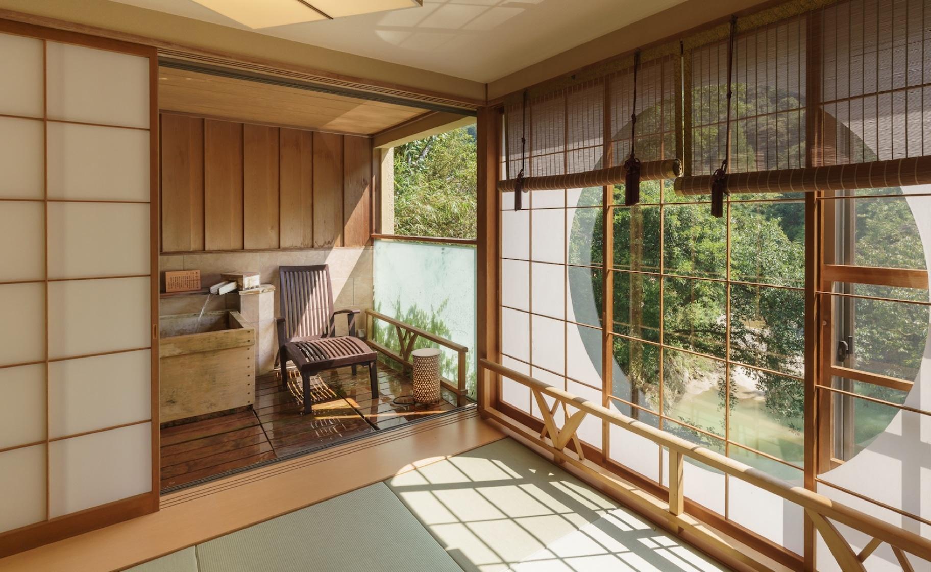 道後温泉から10分のホテル・展望露天風呂付客室